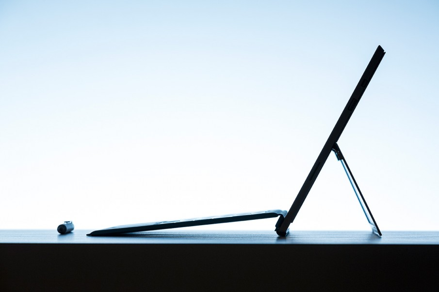 Surface Pro 3, seitlich, lifestyle