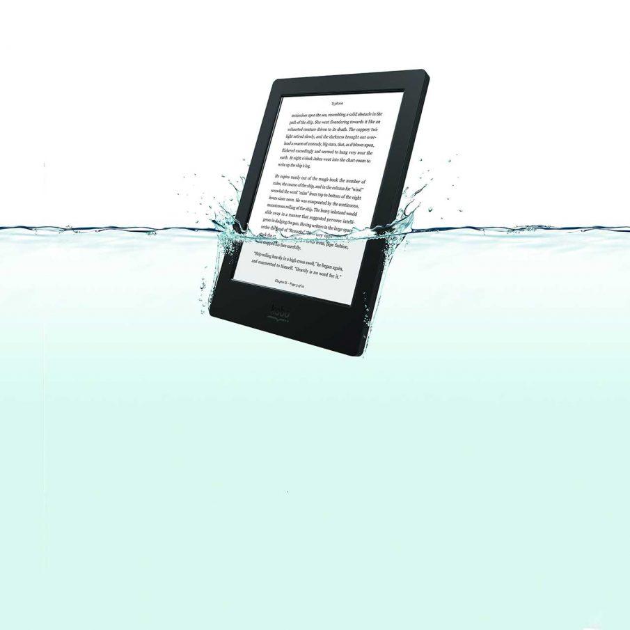 Kobo Auro H2O, teils unter Wasser