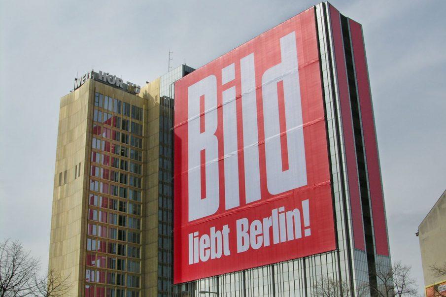 Springer-Hochhaus Berlin mit BILD-Werbung
